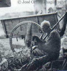 Asturian-American Migration Forum :: View topic - The photo of the bagpiper / La foto del gaiteru