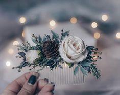 Small Winter Wedding, Winter Wedding Flowers, Floral Wedding, Winter Themed Wedding, Outside Winter Wedding, Winter Wedding Ideas, Winter Wedding Inspiration, Winter Wedding Bridesmaids, Burgundy Wedding