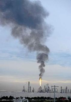 Heavy black smoke spews from flare at Phillips 66 refinery in Wilmington