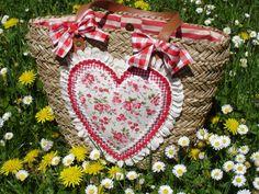 bag with cute heart Diy Straw, Straw Bag, Lace Bag, Basket Liners, Straw Handbags, Ibiza Fashion, Handmade Bags, My Flower, Applique