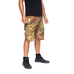 This classic Griffin short is inspired by the US Marines. Featuring a comfortable dropped crotch to give shape and attitude, & 2 large bellow pockets that you can fit everything in. Made in an original camouflage fabric from the Italian mill Majocchi, situated high in the Alps. #Griffin #Menswear #Mensfashion #Climbing #Sportswear #Shorts #Fashion #LoveLife