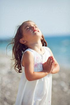 25 things I want my daughter to know. I know your not 5 but these were my prayers for you & God has blessed you. Precious Children, Beautiful Children, Cute Little Girls, Cute Kids, Little People, Little Ones, First Communion Invitations, We Are The World, Praise And Worship