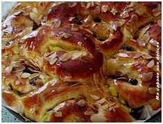 Recette chinois à la crème pâtissière et raisins secs : brioche sur poolish roulée avec sa crème et ses raisins puis découpés en tronçons accolés les uns aux autres.