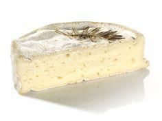 Le Coulommiers : Sa pâte brillante dégage un léger parfum de champignon frais. Sa texture moelleuse est délicatement fondante. Découvrez ce plaisir au lait cru !