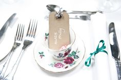 Laura and Patrick's 60s wedding on Love My Dress blog, vintage teacup place settings