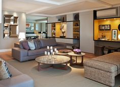 O dúplex de 290 m² foi projetado para receber os amigos com conforto e, ao mesmo tempo, garantir a intimidade do casal