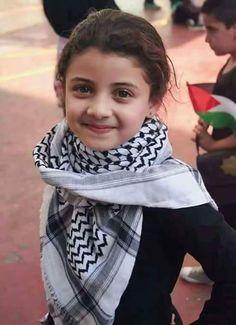 Palestina (@PaIestina) | Twitter Cute Baby Girl Images, Little Girl Photos, Cute Girl Face, Muslim Couple Photography, Children Photography, Beautiful Muslim Women, Beautiful Children, I Love Girls, Cute Little Girls