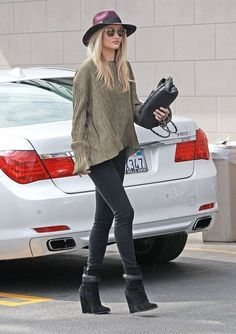 'Mad Max: Fury Road' actress Rosie Huntington-Whiteley and a friend stopping by The Oaks for a coffee and a juice in Hollywood, California o...