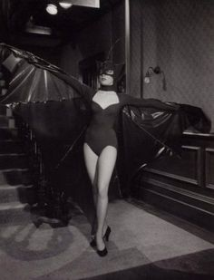 Shirley MacLaine in bat costume, from the Martin & Lewis musical comedy Artists And Models Manado, Halloween Photos, Halloween Costumes, Halloween 2019, Halloween Ideas, Pin Up, Bat Costume, Costume Ideas, Lady