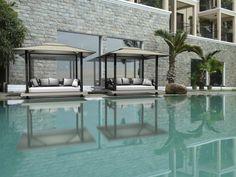 dos camas casetas jardín piscina