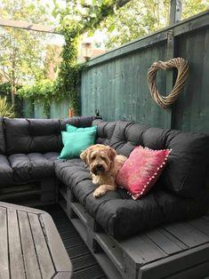 Palette Cushion: A Guide - Wood Decora la Maison Palette Couch, Pallet Cushions, Deco Zen, Bons Plans, Picture Video, Guide, How To Plan, Outdoor Decor, Pallets