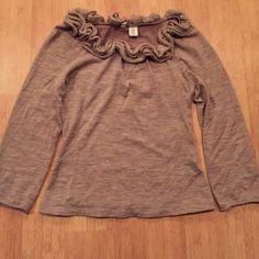 🔴 Clearance Anthropologie Moth beige  sweater Anthropologie Moth beige cropped sweater. So cute!! Anthropologie Sweaters Crew & Scoop Necks