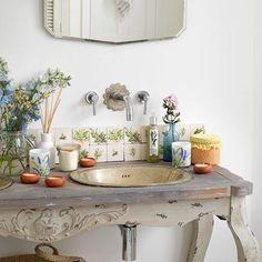 banyoda farkli bir tarz vintage banyo dekorasyonu aksesuar kuvet mobilya vitrifiye ve vintage musluk aksesuar (11)