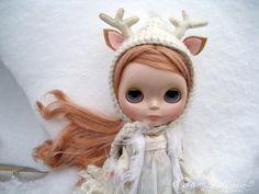 the reindeer/antelope headgear is so cute!