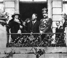 Queen Marie of Romania and King Ferdinand I of Romania. Queen Mary, Queen Anne, King Queen, Romanian Royal Family, Greek Royal Family, Kaiser, Ferdinand, Crown Jewels, Queen Victoria