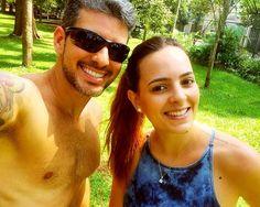 Selfie de casal! Fazer treino intervalado e depois ainda dar a força pra esposa @vidamaefitness no treino dela ... Isso que é amor!