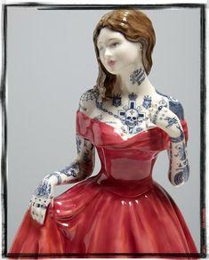 Første gang jeg så en Jessica Harrison skulptur blev jeg besidderisk; jeg måtte bare eje den (det gør jeg desværre ikke). Det var en lille porcelænsfigur af den Victorianske perfekte dame med søman…