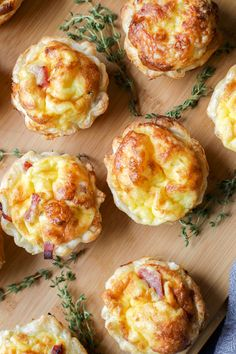 Egg Appetizers and Finger Foods Mini Quiche from Australia. Puff pastry shells save time and look pretty with a simple savory quiche filling of egg, ham, cheese, and onion. Always a party favorite. Mini Quiches, Mini Egg Quiche, Puff Pastry Quiche, Mini Breakfast Quiche, Nibbles For Party, Snacks Für Party, Nibbles Ideas, Brunch Recipes, Appetizer Recipes