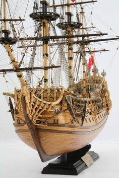 Detail photos of ship model HMS Prince. The ship was launched 1670 in Chatham as an English rate with 100 cannon. Model Sailing Ships, Old Sailing Ships, Wooden Model Boats, Wood Boats, Model Ship Building, Boat Building, Scale Model Ships, Model Boat Plans, Ship Drawing