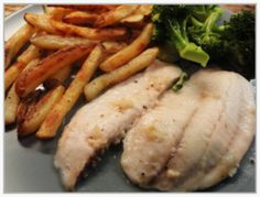Garlic lemon fish and chips Lemon Fish, 5 2 Diet, Fish And Chips, Sausage, Steak, Garlic, Meals, Chicken, Cooking