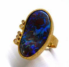 Australian Boulder Opale with 5 diamonds briliant cut by Gemma López Barcelona