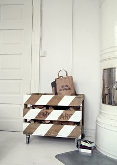 painted pallet = firewood holder or storage Pallet Crates, Wood Crates, Wooden Pallets, Recycled Pallets, Painted Pallets, Pallet Wood, Pallet Chest, Pallet Benches, Pallet Couch