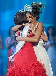 Miss Back to Back Universe 2008-2009  Dayana Mendoza and Stefania Fernandez from Venezuela