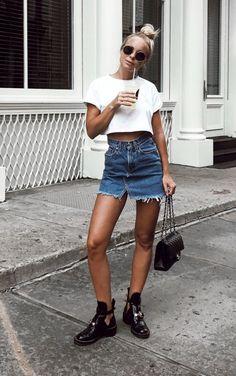 Top cropped branco, saia jeans com barra desfiada, bolsa chanel, balenciaga boots Summer Outfits, Casual Outfits, Fashion Outfits, Summer Boots Outfit, Winter Outfits, Pretty Outfits, Cute Outfits, Beautiful Outfits, Balenciaga Boots