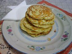 1 e 1/2 xícara de trigo  - 2 ovos levemente batidos  - 1 xícara de leite  - 100g de queijo minas picado  - 1 colher de manteiga derretida  - 2 colheres de fermento em pó  - 1 pitada de orégano (opcional)  - sal a gosto e manteiga para pincelar a frigideira  -