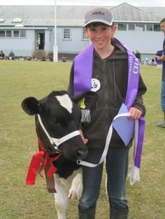 Champion Dairy Heifer and her young owner enjoy the moment.#cattle #Dariyfarming #farming