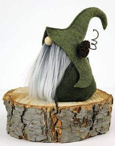 What a darling rustic Elfin Gnome! Fimni the Curious is the sweetest gnome with a warm heart and kind spirit who lives in the Nordic forests.Cosa un tesoro rustico Elfin Gnome! Fimni il curioso è loThis listing is for one Mini Gnome. Mini Gnome is a Christmas Gnome, Christmas Projects, Holiday Crafts, Christmas Holidays, Scandinavian Gnomes, Scandinavian Christmas, Christmas Decorations, Christmas Ornaments, Felt Crafts