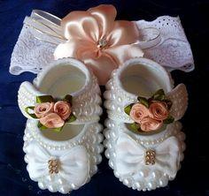 Lindos sapatinhos para princesinhas com muio estilo!! Numeração do RN ate 5 meses.Vai com uma tiara combinada com o sapatinho