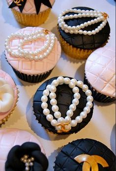 Image about pink in Cupcakes by ♛ B G M ♛ on We Heart It Chanel Cupcakes, Chanel Cake, Fancy Cupcakes, Birthday Cupcakes, Chanel Cookies, Coco Chanel, Chanel Birthday Party, Chanel Party, Festa Gossip Girl