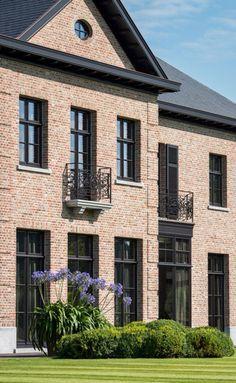 Kvr voegwerken & kaleien 0496/602623 kvrvoegwerken@telenet.be with thanks to Domus Aurea exclusieve villabouw, belgium style and architecture. Voegen van een landelijke woning in pastoriestijl.
