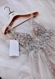2019 Trendy Prom Dresses Today we are going to talk about an exciting topic. Yes, the topic is prom dresses! As you know that, prom time is approaching. Hoco Dresses, Pretty Dresses, Homecoming Dresses, Beautiful Dresses, Formal Dresses, School Dance Dresses, Split Prom Dresses, Grad Dresses Short, Straps Prom Dresses