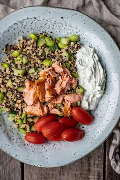 Recipe with delicious and colorful quinoa salad with hot smoked salmon- Opskrift med lækker og farvefin quinoa salat med varmrøget laks Recipe with delicious and colorful quinoa salad with … - Kabob Recipes, Shellfish Recipes, Tasty Meal, Shishkabobs Recipe, Quinoa Recipe, Vegetarian Recipes, Healthy Recipes, Chop Suey, How To Cook Fish