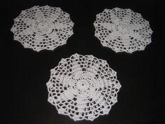 Linda toalhinha de crochê confeccionada com fio 100% algodão . Esta linda e delicada peça vai ficar maravilhosa em qualquer ambiente. Esta peça mede 22 cm de diâmetro . Pode ser confeccionada em outras cores.
