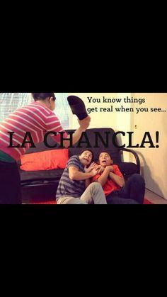 Latinas be like dis. Funny Mexican Quotes, Mexican Memes, Funny Spanish Memes, Spanish Humor, Funny Jokes, Mexican Sayings, Cuban Humor, Mom Jokes, Funny Vid