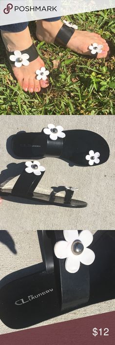 Black and White Daisy Flower Sandal Flip Flop Flat Adorable flat sandals with big toe strap and White daisy embellishment. Strap also at ankle with larger white daisy. Super cute and flirty! Size is 40, but I am a size 9 and they fit me fine. Thus will fit 9, 9.5, or 10. Chinese Laundry Shoes Sandals