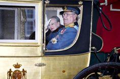 Ce matin, la reine et le prince consort se sont rendus en carosse doré du palais d'Amalienborg au château de Christiansborg afin de présenter ses voeux aux forces armées, aux représentants des organismes nationaux et de mécénat, aux barons, aux évêques, etc....