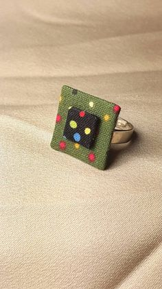 Mira este artículo en mi tienda de Etsy: https://www.etsy.com/es/listing/259749135/anillo-handmade-tela-confetti-verde-y