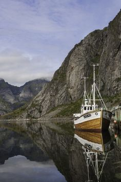 A calm afternoon in Svolvaer, Norway by Hank Oscarsson Beautiful Norway, Beautiful World, Lofoten, Beautiful Places To Visit, Places To See, Places Around The World, Around The Worlds, Land Of Midnight Sun, Norway Viking