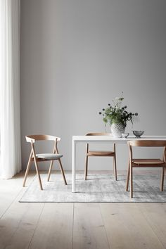 On my radar: new furniture launches and discoveries for March - cate st hill New launches Fredericia furniture Dinning Room Tables, Dining Room Lighting, Dining Room Design, Dining Room Furniture, New Furniture, Dining Chairs, Wood Tables, Barbie Furniture, Furniture Design