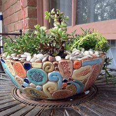 Most up-to-date Snap Shots Ceramics Pottery bowls Suggestions Saftiger Topf # Steingut # Spule – Töpfern – …, Hand Built Pottery, Slab Pottery, Ceramic Pottery, Coiled Pottery, Pottery Barn, Pottery Handbuilding, Ceramic Bowls, Ceramic Art, Succulent Pots