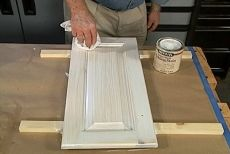 whitewash cabinets How to Make a Pickled or White Wash Finish Laminate Flooring Installation Best Pr Whitewash Kitchen Cabinets, Stained Kitchen Cabinets, Staining Cabinets, White Kitchen Cabinets, Diy Cabinets, Painting Kitchen Cabinets, Kitchen Redo, Cabinet Refinishing, Kitchen Cabinetry
