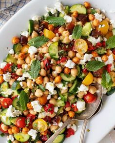 Chickpea Salad with Cherry Tomatoes, Cucumbers and Feta Chickpea Recipes Easy, Vegetarian Recipes, Healthy Recipes, Mediterranean Chickpea Salad, Fresh Tomato Recipes, Lunch Meal Prep, Healthy Lunch Meals, Healthy Cooking, Healthy Side Dishes