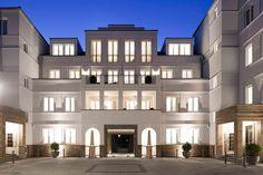 Mercatorterrassen apartmentbuilding in Düsseldorf, Germany. Abstracted classical architecture.