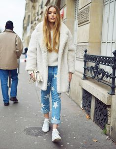 2.-printed-jeans-with-fur-coat-and-sneakers.jpg (779×1001)
