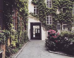 Last week I was in Berlin to spot the most amazing addresses for you! Not always located on the obvious place, but those hidden places in a courtyard or somewhat out of the center are often the best right? Berlin, Hidden Places, Architecture, Amazing, Places, Architecture Illustrations, Berlin Germany