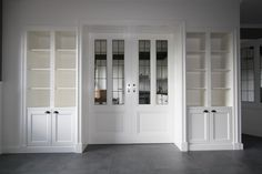 Glass does not line up however this is the LOOK if Doors are exchanged ❤️ Rustic Lake Houses, Master Bedroom Closet, Room Additions, Built In Bookcase, Classic House, Home Decor Kitchen, Home And Living, Living Room Designs, Family Room